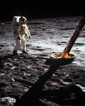 Será que o homem foi mesmo a Lua? Por que muitos nāo acreditam?