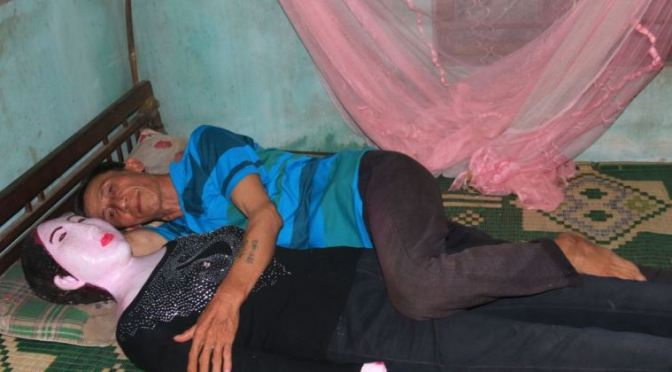 Homem dorme com a sua esposa morta há 16 anos .